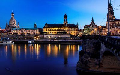 Stadtbild – Nacht-(Abend-)fotografie – Fotografie in der blauen Stunde – Dresden mit Elbe