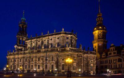 3IMG_8644_Dresden_katholische_Hofkirche_bei_Nacht_1_kl