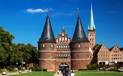 IMG_3527_Schleswig-Holstein_-_Lübeck_-_Holsten-Tor_kl